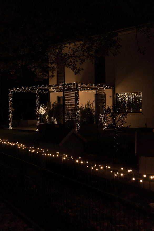 Lichterketten Terrasse Weihanchtsdekoration