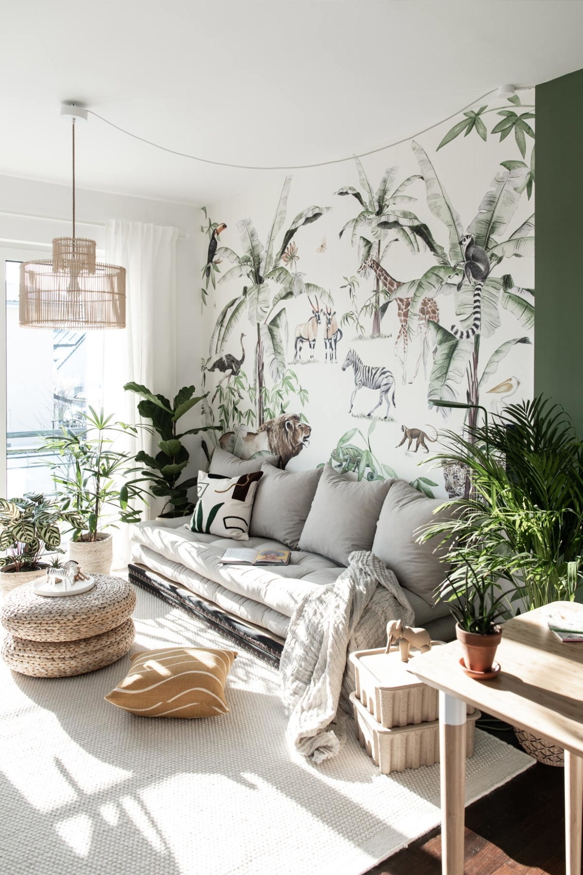 Jugendzimmer mit Wallpaper mit Dschungelmotiv